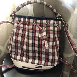 tommy hilfiger bucket bag🖤